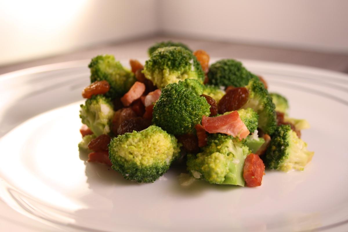 Sałatka z brokuła
